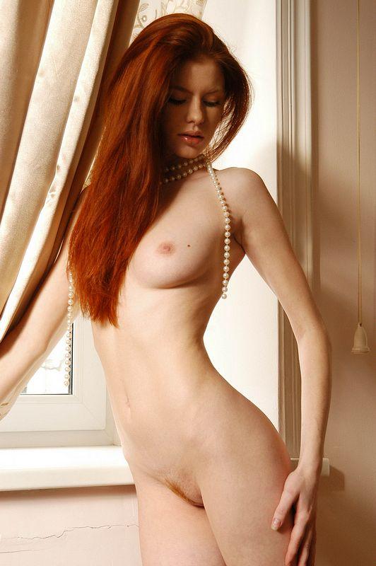 girls nude Met art redhead